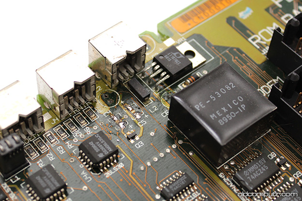 Apple Macintosh Portable - Capacitors (before)
