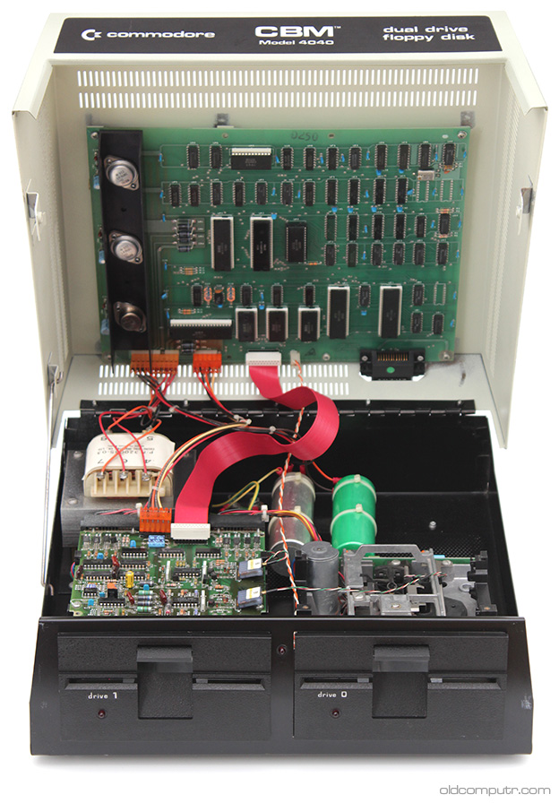 Commodore 4040 - Open
