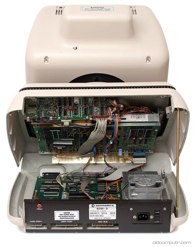 Commodore 8296-D - Open