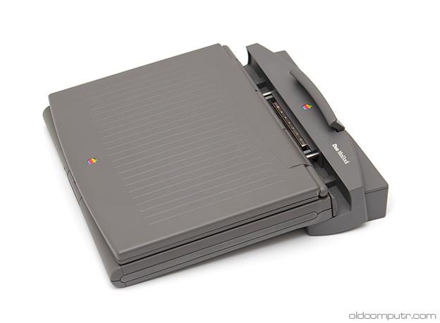 Apple PowerBook 2300c + MiniDock (undocking)